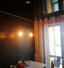 натяжной потолок коричневый