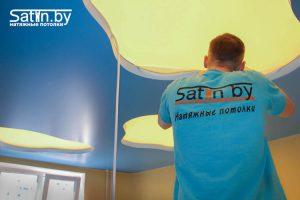 натяжной потолок для детской голубой монтаж