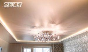 двухуровневый натяжной потолок с подсветкой для зала