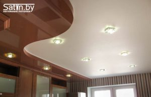 двухуровневый натяжной потолок кухня
