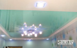 двухуровневый натяжной потолок бирюза