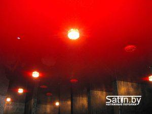 натяжной потолок распродажа красный