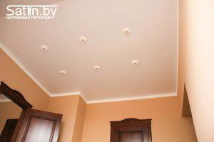 заказать потолок в Минске недорого с точечными светильниками
