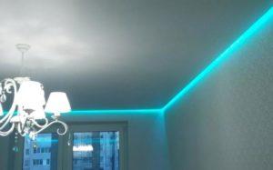 Парящий натяжной потолок в гостиной фото