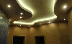 Натяжной потолок с подсветкой белый