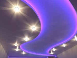 Натяжной потолок с подсветкой LED светильники синий