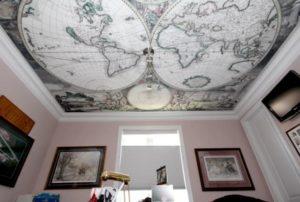 натяжной потолок с фотопечатью карта мира