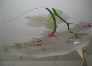 натяжной потолок с фотопечать белые орхидеи