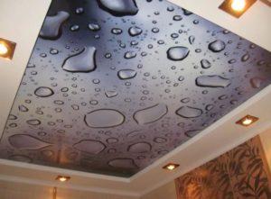 натяжной потолок с фотопечатью капли воды