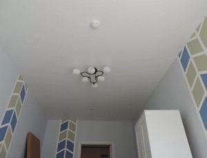 тканевый натяжной потолок фото белый однойровневый