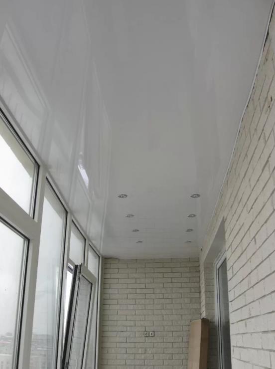 натяжной потолок на балконе лоджии 17