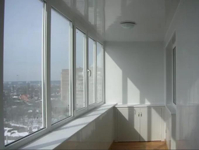 натяжной потолок на балконе лоджии 25