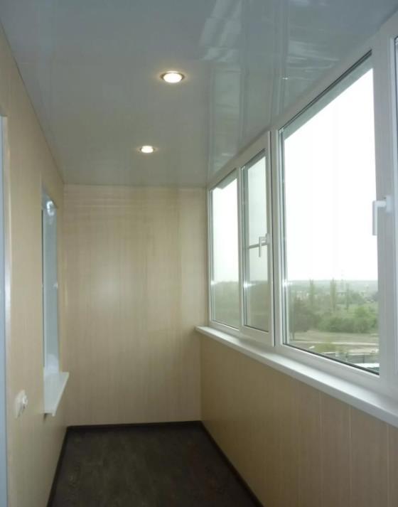 натяжной потолок на балконе лоджии 26