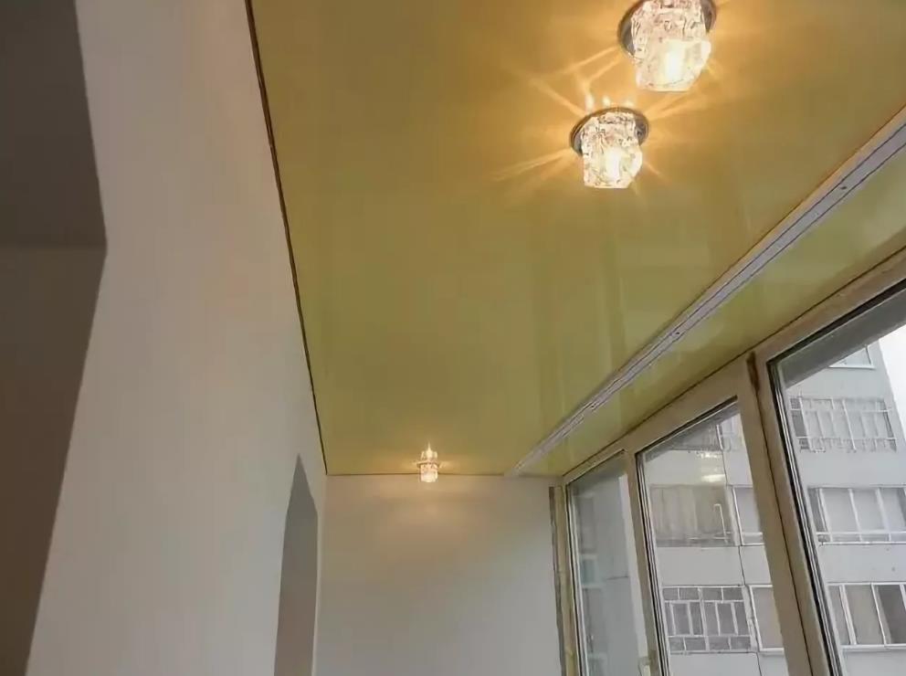 натяжной потолок на балконе лоджии 5