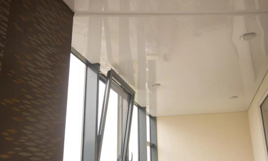 натяжной потолок на балконе лоджии 6