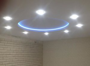 натяжной потолок с подсветкой 2
