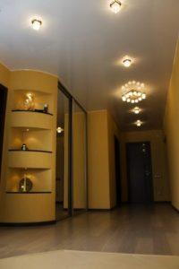 натяжной потолок в коридоре 43