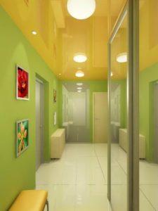 натяжной потолок в коридоре 25