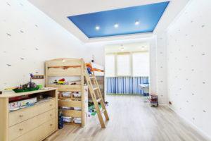 натяжной потолок в детской 40