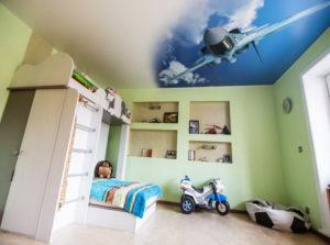 натяжной потолок в детской 46
