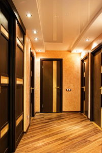 натяжной потолок в коридоре 16