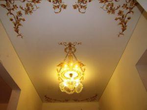 натяжной потолок в коридоре 60