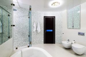 натяжной потолок в ванной 25