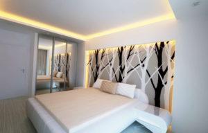 Натяжной потолок в спальне 36