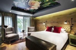 Натяжной потолок в спальне 35