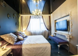 Натяжной потолок в спальне 34