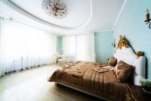 Натяжной потолок в спальне 33