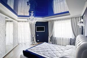 Натяжной потолок в спальне 43