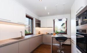 Натяжной потолок на кухне 27