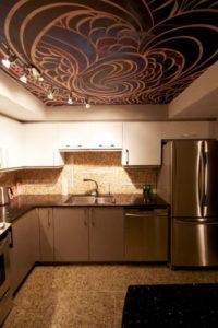Натяжной потолок на кухне 2