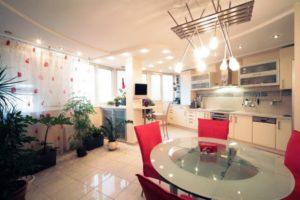 Натяжной потолок на кухне 8