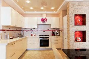 Натяжной потолок на кухне 48