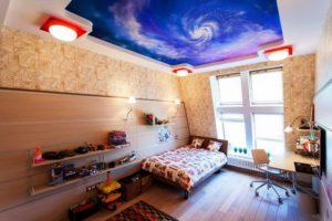 натяжной потолок в детской 31