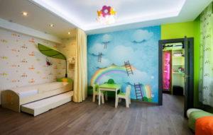 натяжной потолок в детской 48