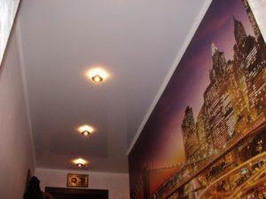 натяжной потолок в коридоре 1