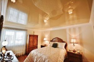 Натяжной потолок в спальне 30