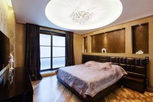 Натяжной потолок в спальне 21