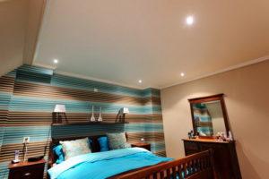Натяжной потолок в спальне 26
