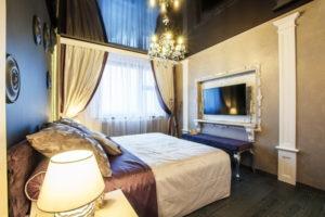 Натяжной потолок в спальне 23