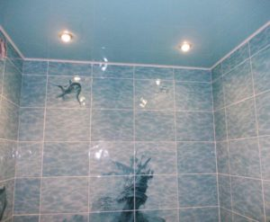 натяжной потолок в ванной 10