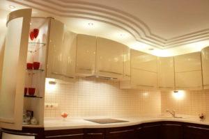 Натяжной потолок на кухне 30