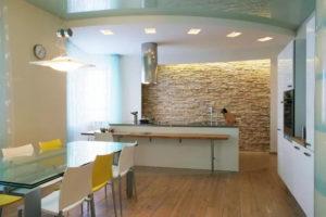 Натяжной потолок на кухне 42