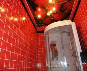 натяжной потолок в ванной 29