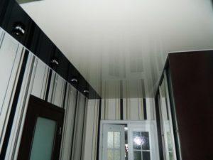 натяжной потолок в коридоре 48