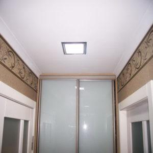 натяжной потолок в коридоре 5