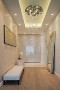 натяжной потолок в коридоре 13